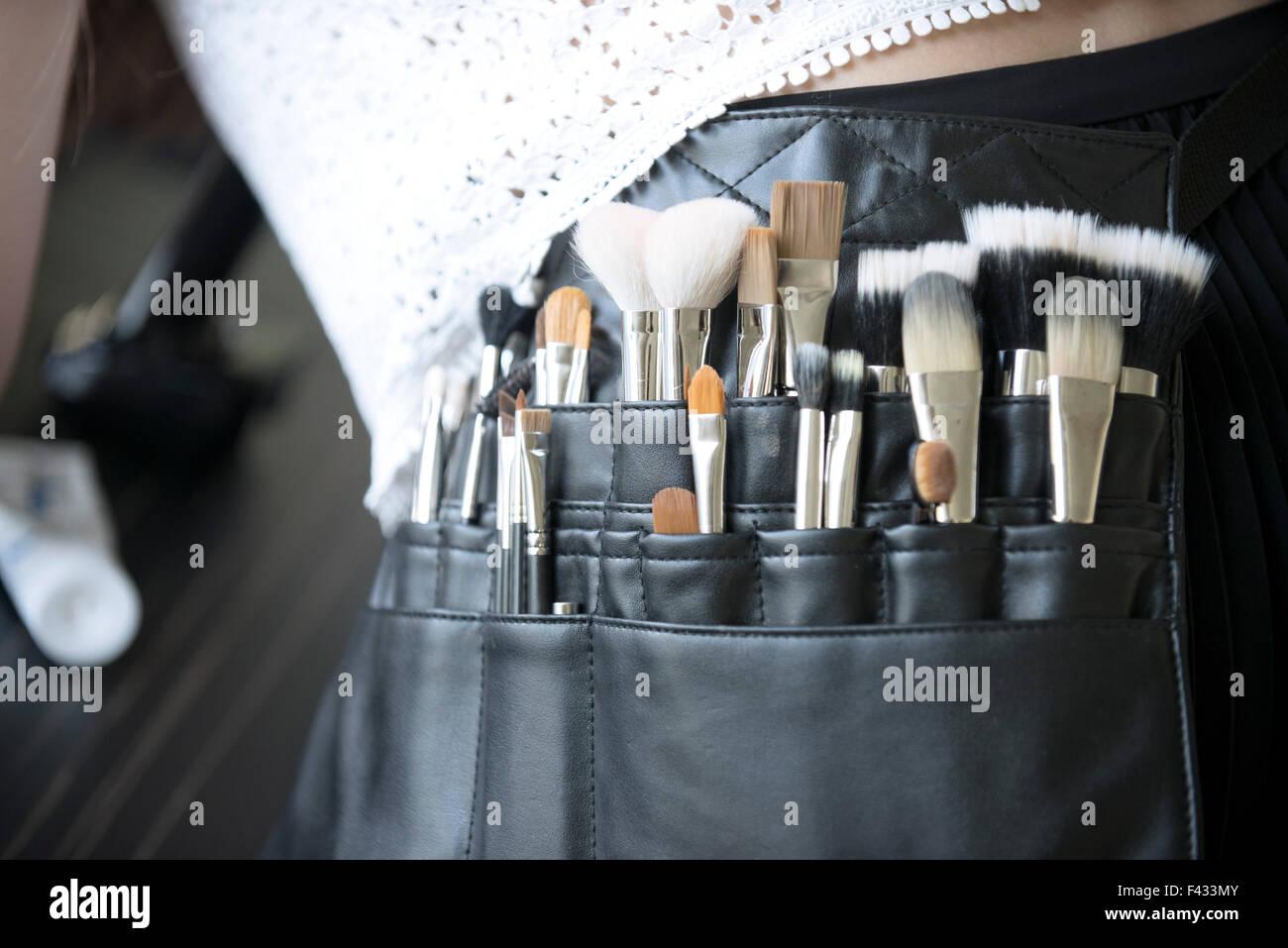 Maquillaje Pincel del artista, cerca de la bolsa Imagen De Stock