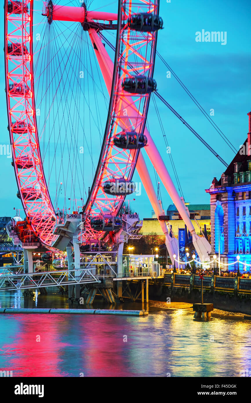La noria London Eye en la noche Imagen De Stock