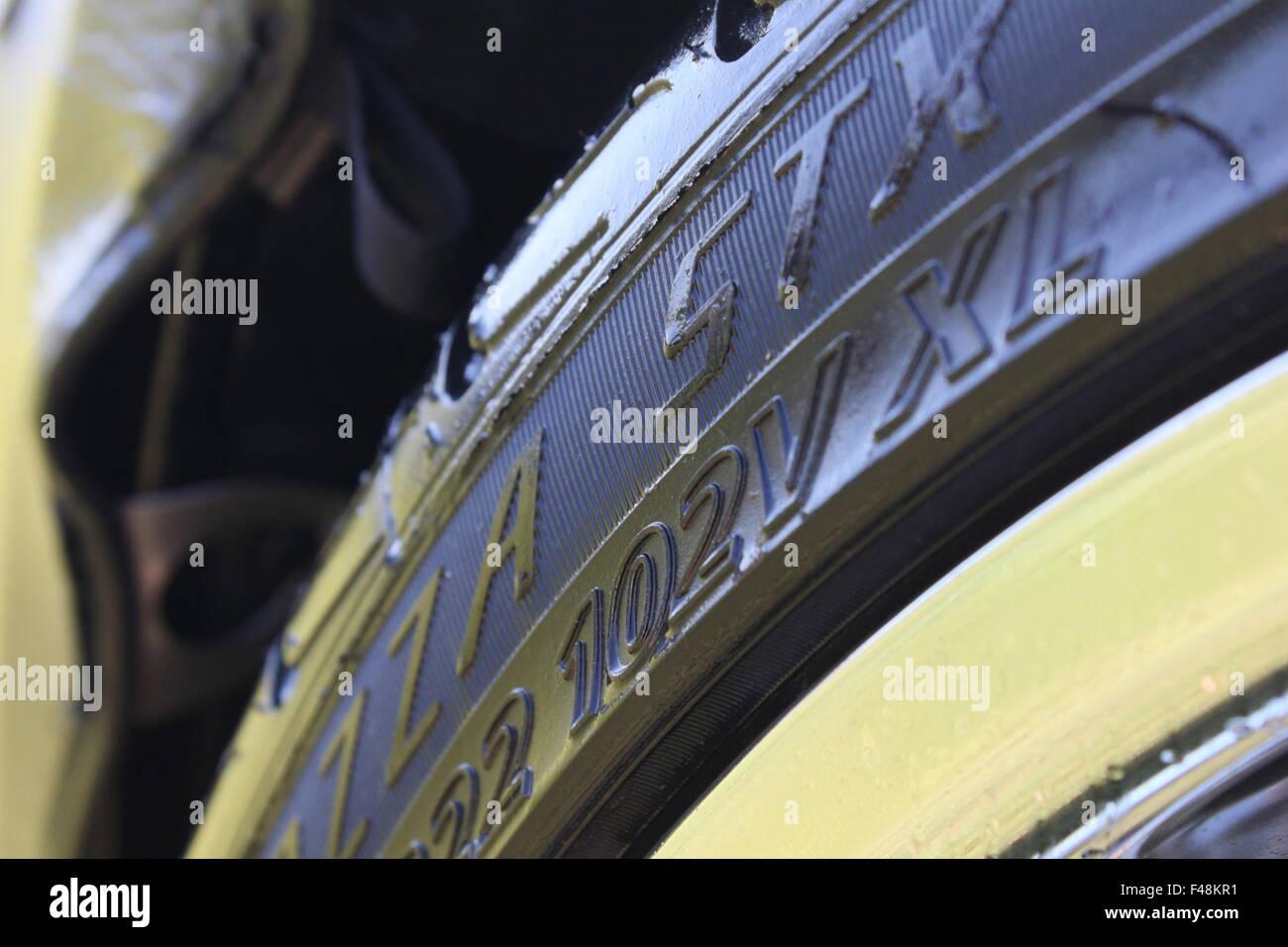 Primer plano de un neumático de automóvil. Foto de stock
