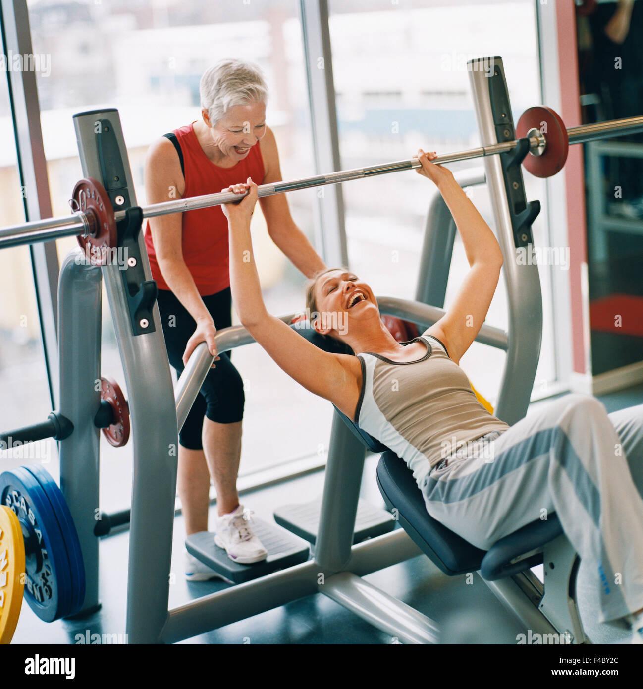 20-24 AÑOS 70-74 AÑOS 75-79 AÑOS actividad adultos único atleta bodybuilding color image anciana Imagen De Stock