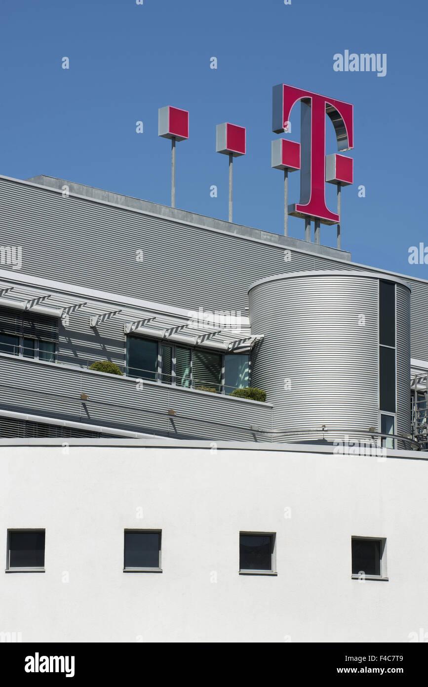 Logotipo de la compañía alemana de telecomunicaciones en la sede, Bonn, Renania del Norte-Westfalia, Alemania Foto de stock