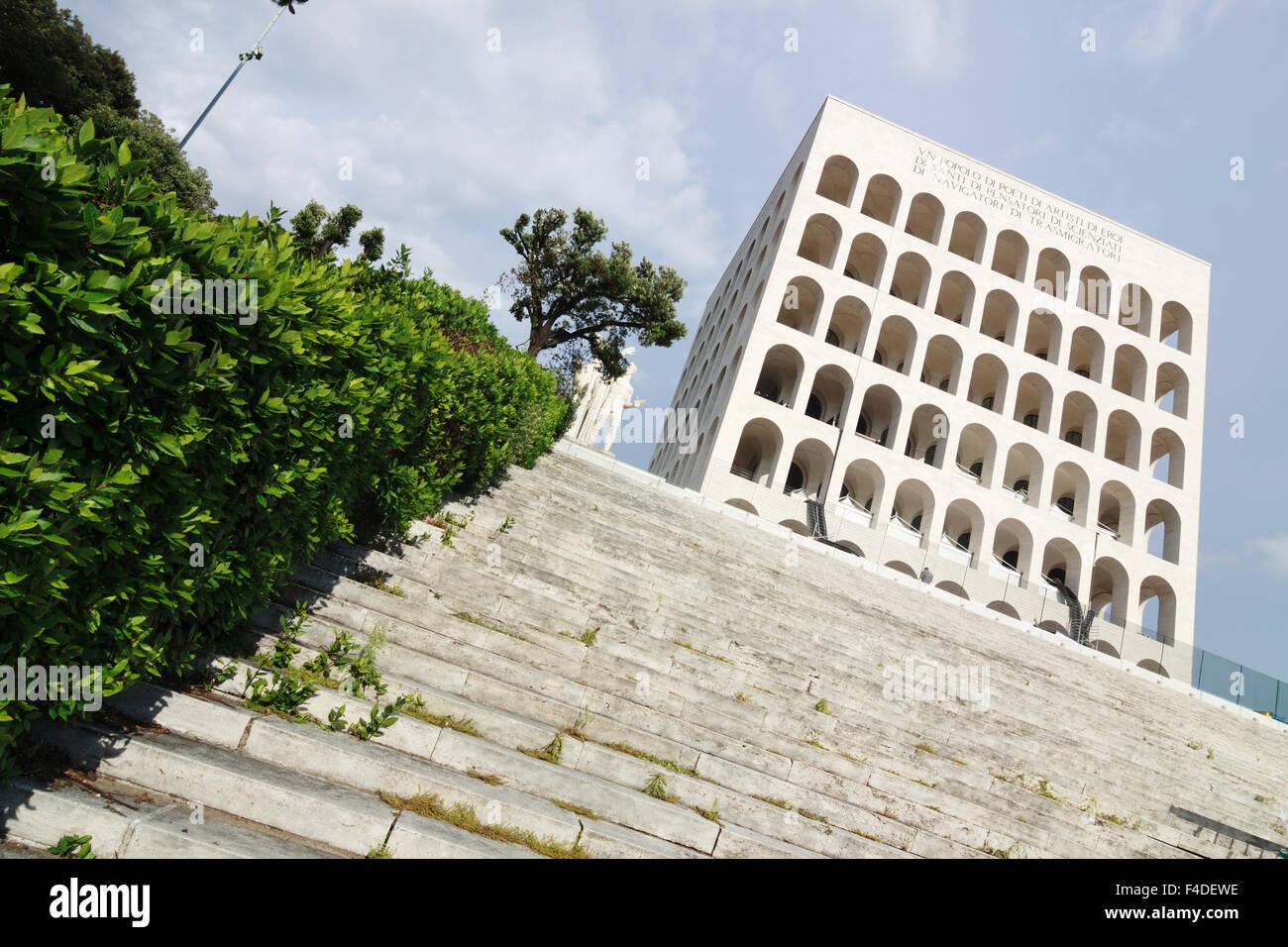 Palazzo della Civilta, un icono de la arquitectura fascista. El distrito EUR, Roma, Italia Imagen De Stock
