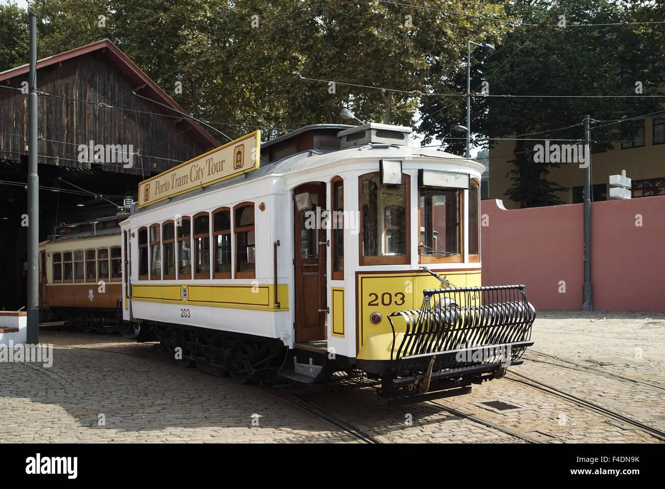 Porto tranvías en la Massarelos Depot -2 Imagen De Stock
