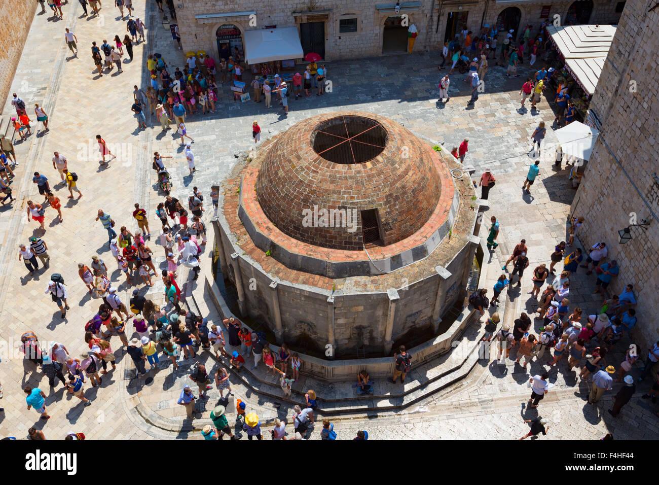 Dubrovnik, del condado de Dubrovnik-Neretva, en Croacia. La gran fuente de Onofrio. Foto de stock