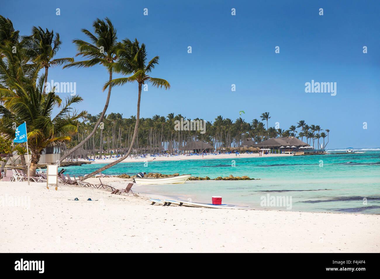 Kitesurf en la playa Kite Club, Playa Blanca, Punta Cana, República Dominicana, Antillas, Caribe, América Central Foto de stock