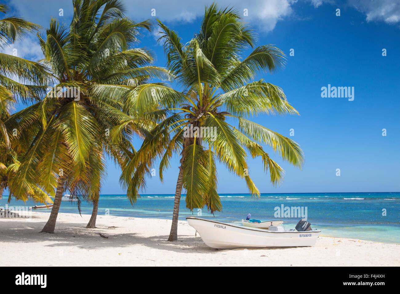 Mano Juan, un pintoresco pueblo de pescadores, Isla Saona, Parque Nacional del Este, Punta Cana, República Imagen De Stock