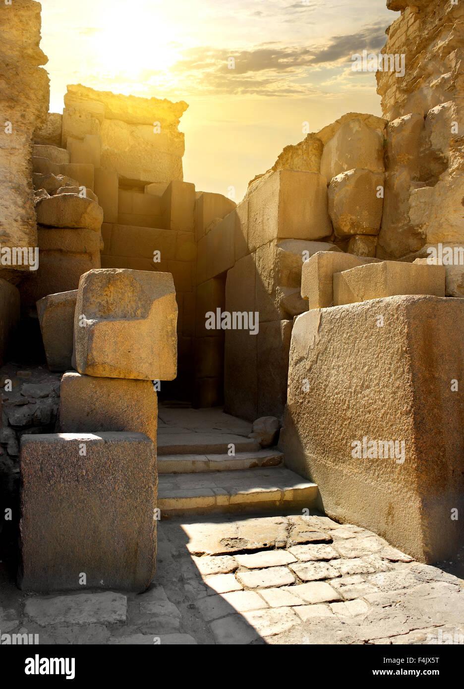 Ruinas de paredes de piedra de la tumba del faraón Imagen De Stock