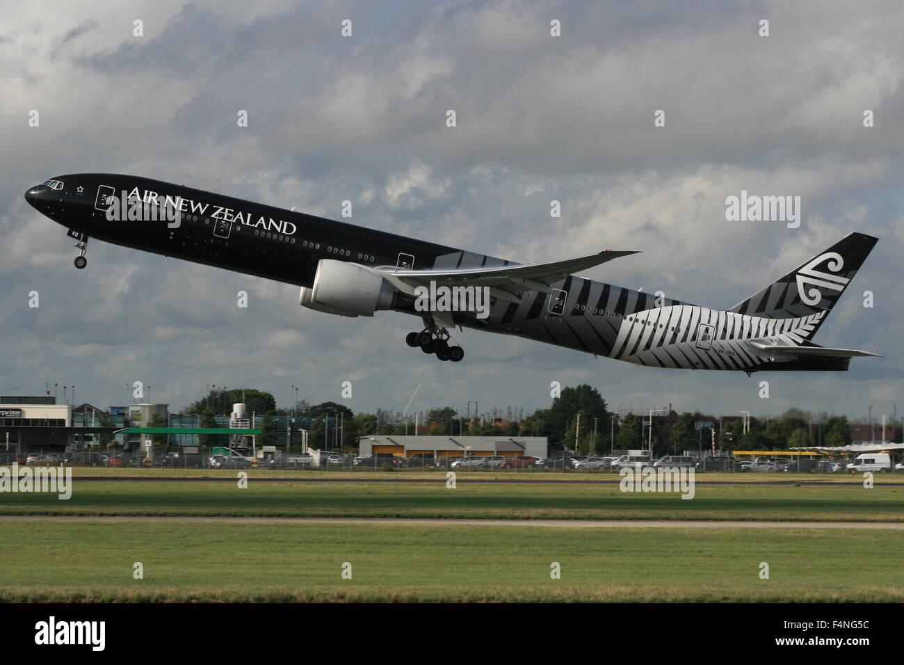 AIR New Zealand 777 300 Todos los negros Imagen De Stock