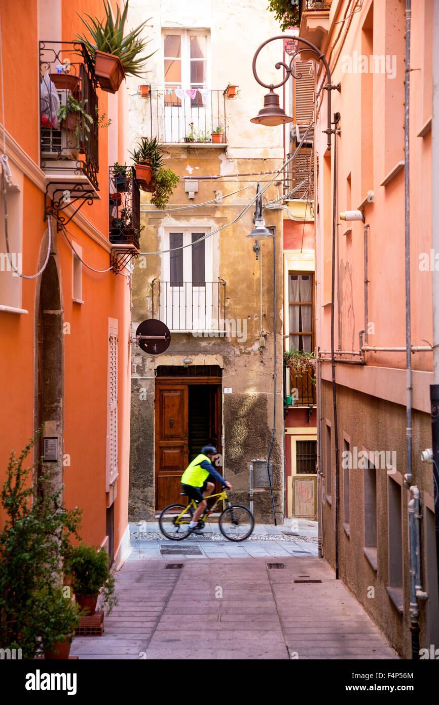 Las estrechas calles tradicionales Ciudadela Cagliari Cerdeña Italia Imagen De Stock