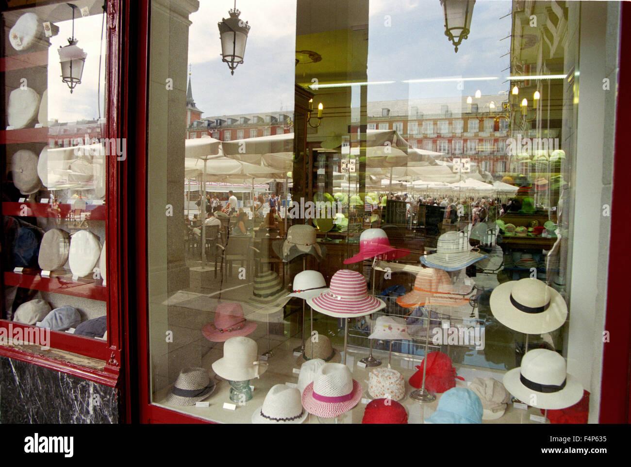 6e43581486a95 Hat Shop Spain Imágenes De Stock   Hat Shop Spain Fotos De Stock - Alamy