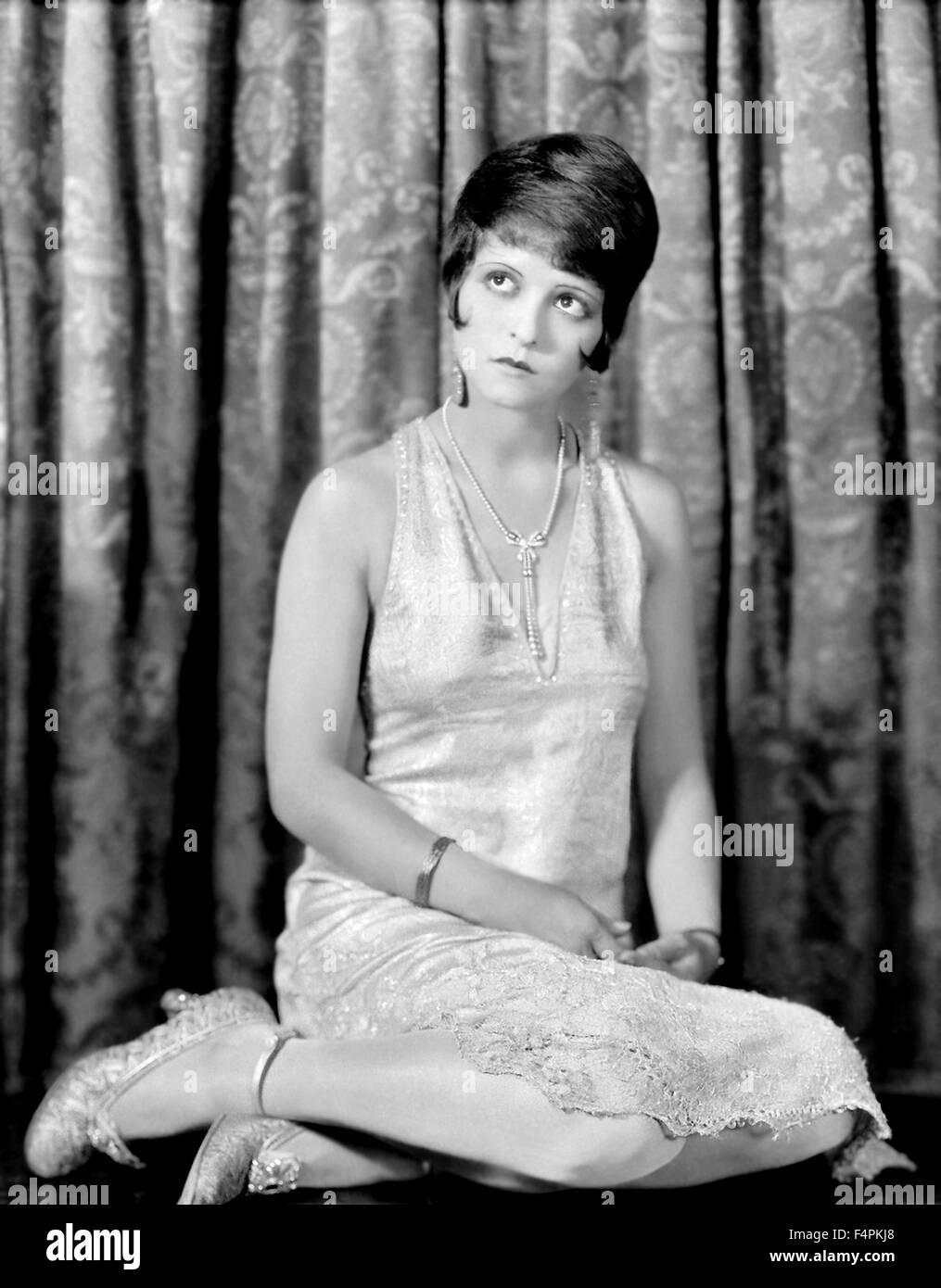 Clara Bow en una foto publicitaria para su película / el sábado por la noche, Kid / 1929 dirigida por Imagen De Stock