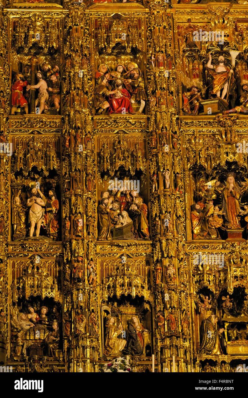 Retablo Mayor, retablos dorados paneles de socorro, la Catedral de Sevilla, la Catedral de Sevilla, Andalucía, Imagen De Stock