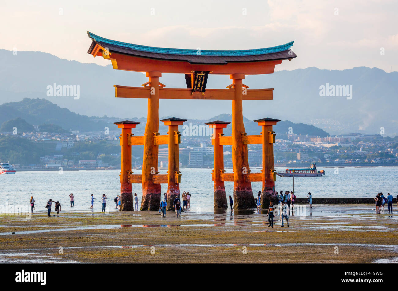 Japón, Hiroshima Provincia, Isla Utsukushima Myajima, santuario, la puerta Imagen De Stock