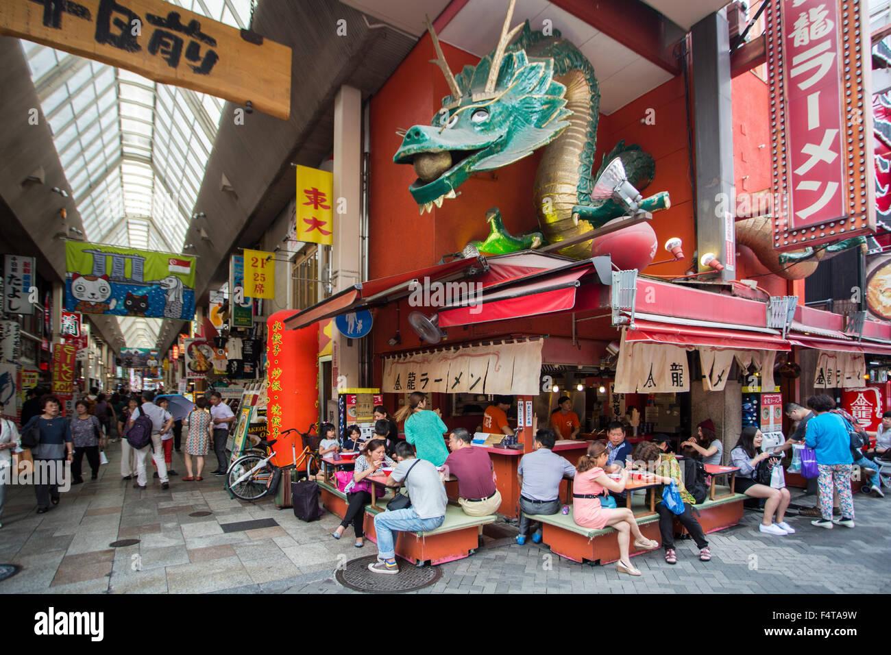 La ciudad de Osaka, Japón, zona de Dotombori, Imagen De Stock