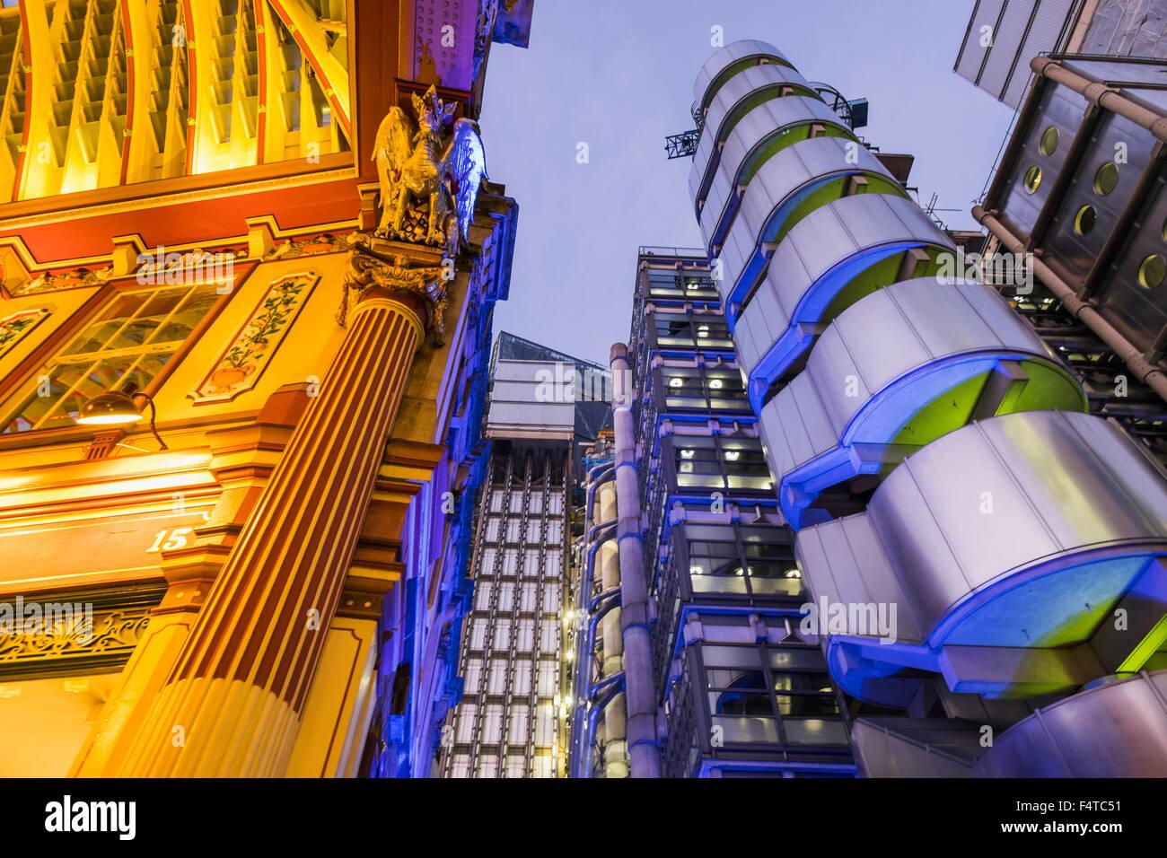 Inglaterra, Londres, la ciudad, el mercado Leadenhall y edificio Lloyds Imagen De Stock