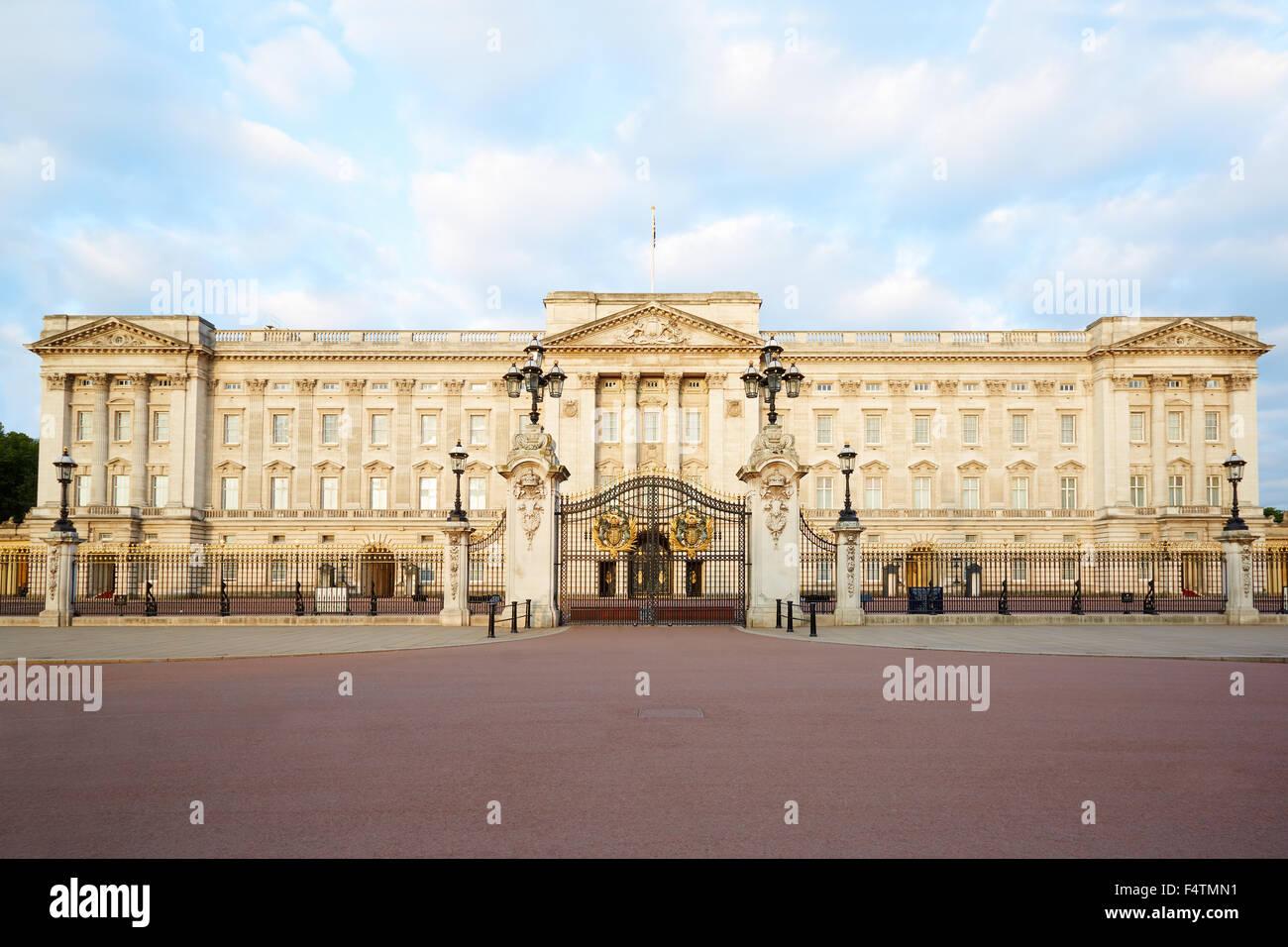 El palacio de Buckingham en la luz de la mañana en Londres Foto de stock