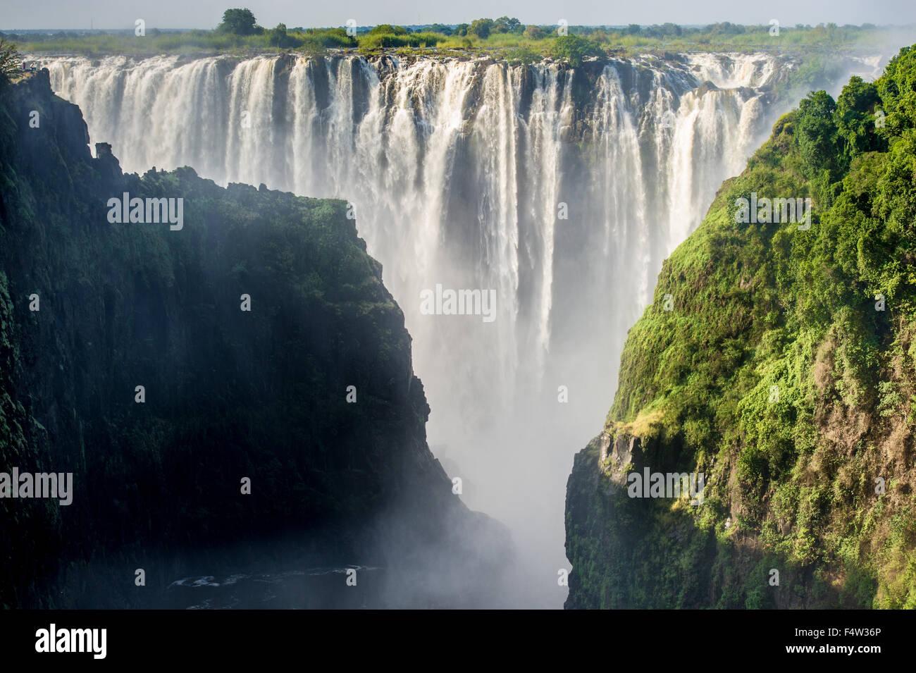 LIVINGSTONE, Zambia, África - Las Cataratas Victoria (Mosi-oa-Tunya) , mundos más grande cascada , sobre Imagen De Stock
