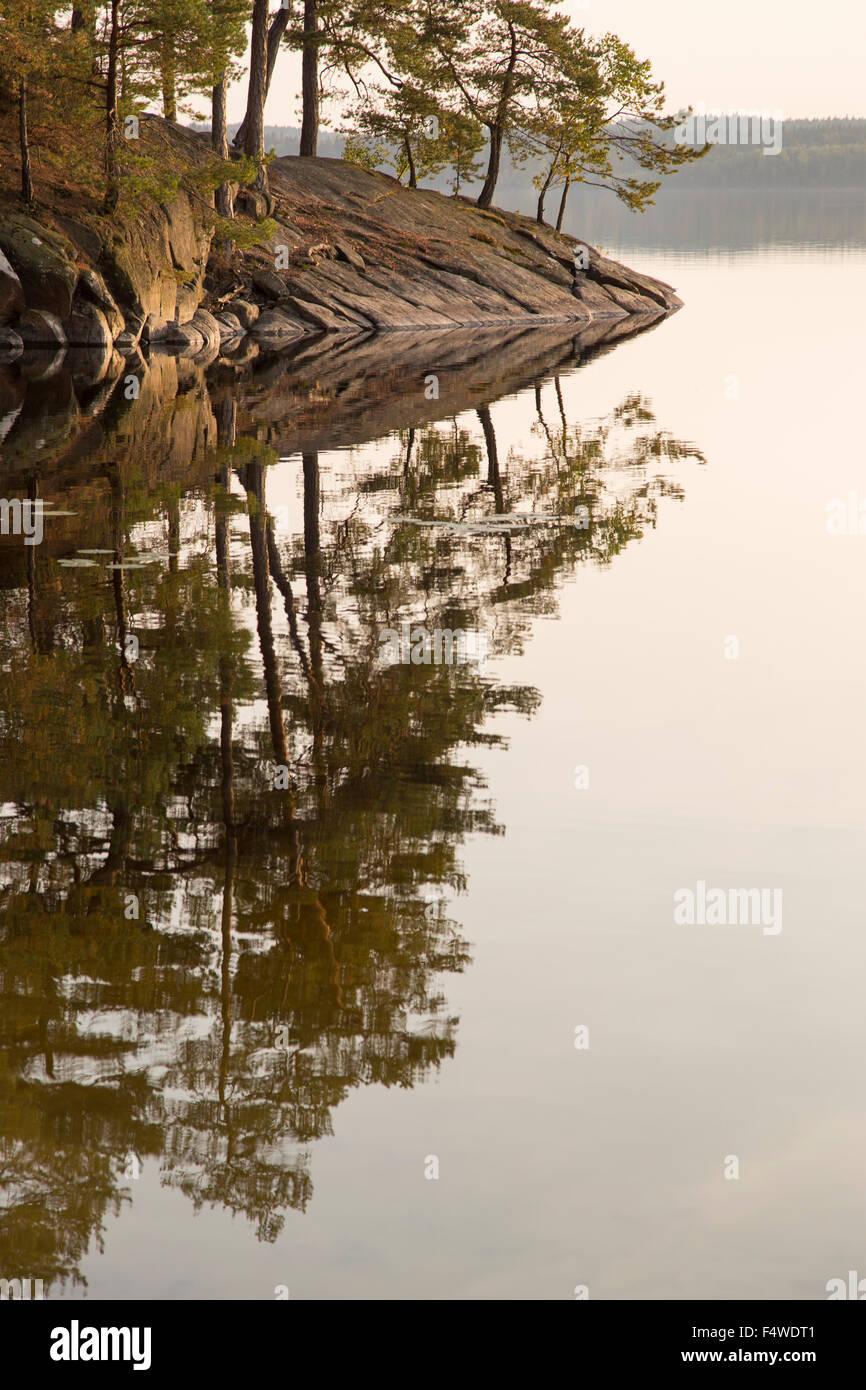 Suecia, Vastergotland, Harskogen, Stora Harsjon, vista panorámica del lago Foto de stock
