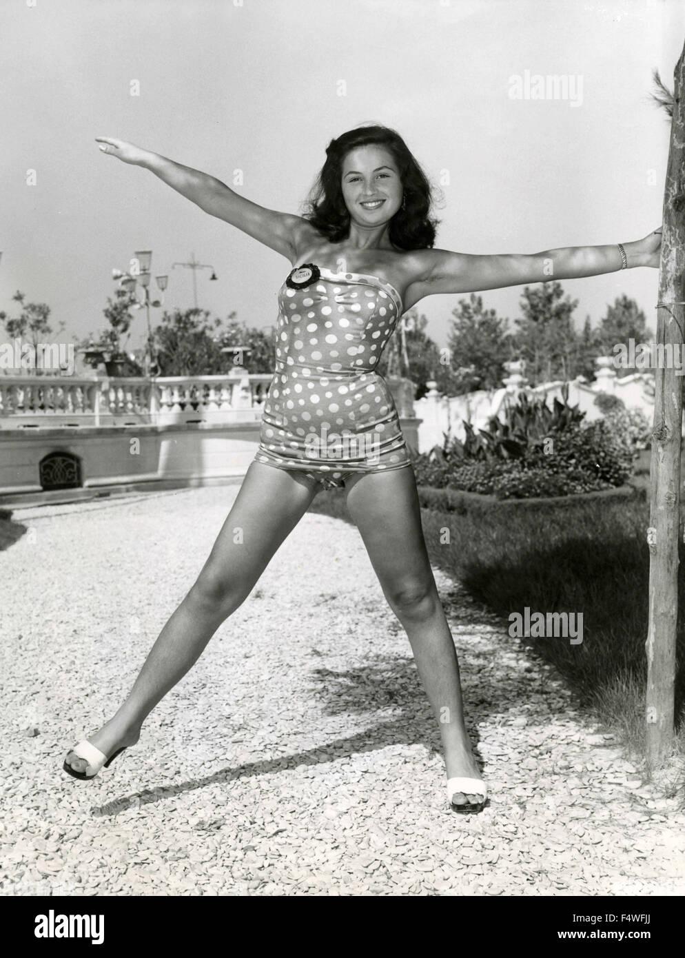 Un Vistiendo 1954 Miss Italia Traje A Eugenia Bonino De Lunares Baño OPkXZuiTw