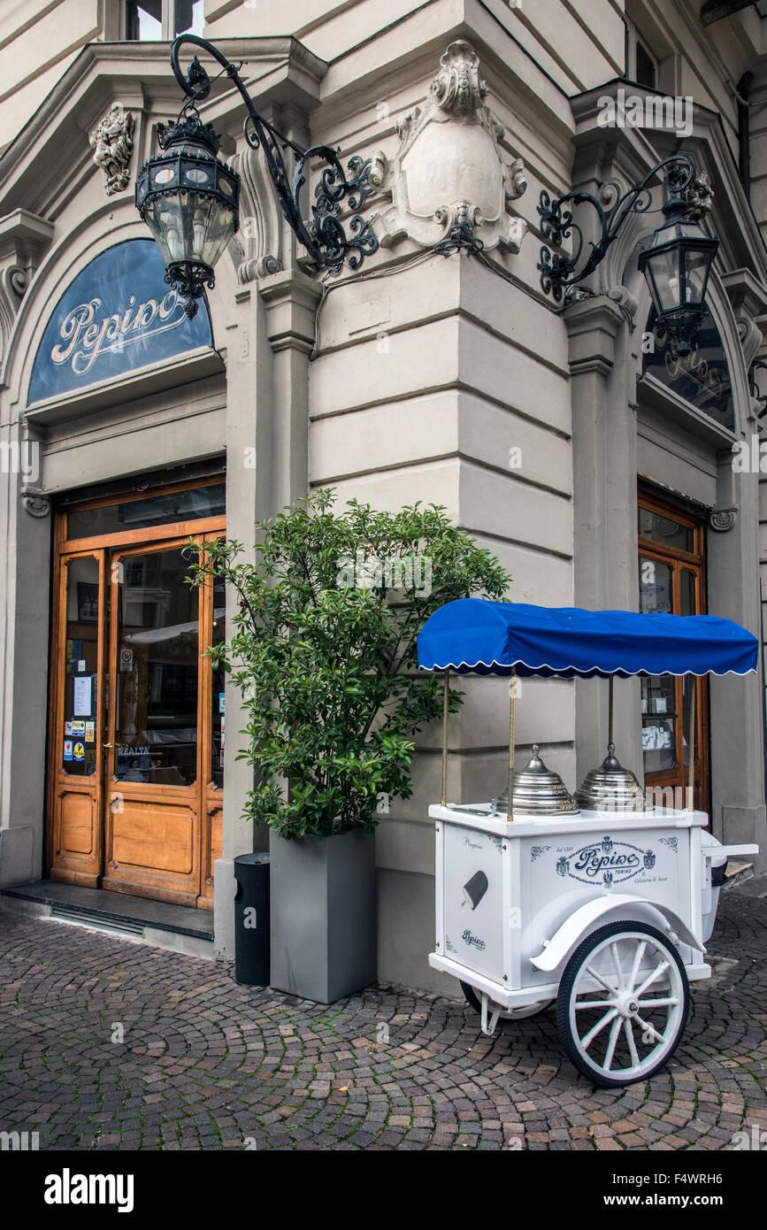 El histórico Caffe Pepino, Turín, Piamonte, Italia Foto de stock