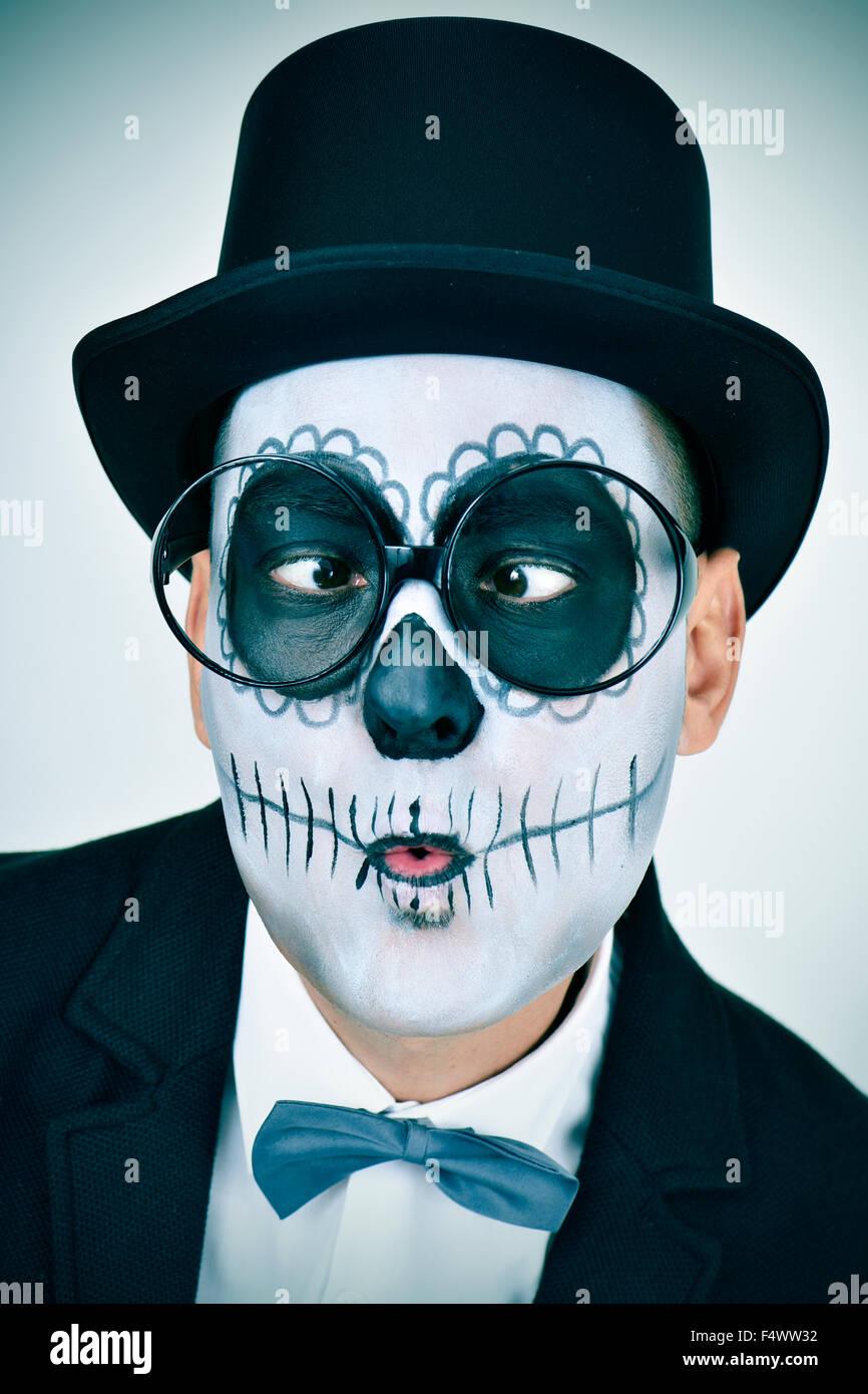 Retrato De Un Hombre Con Calaveras Mexicanas Maquillaje Vestido Con