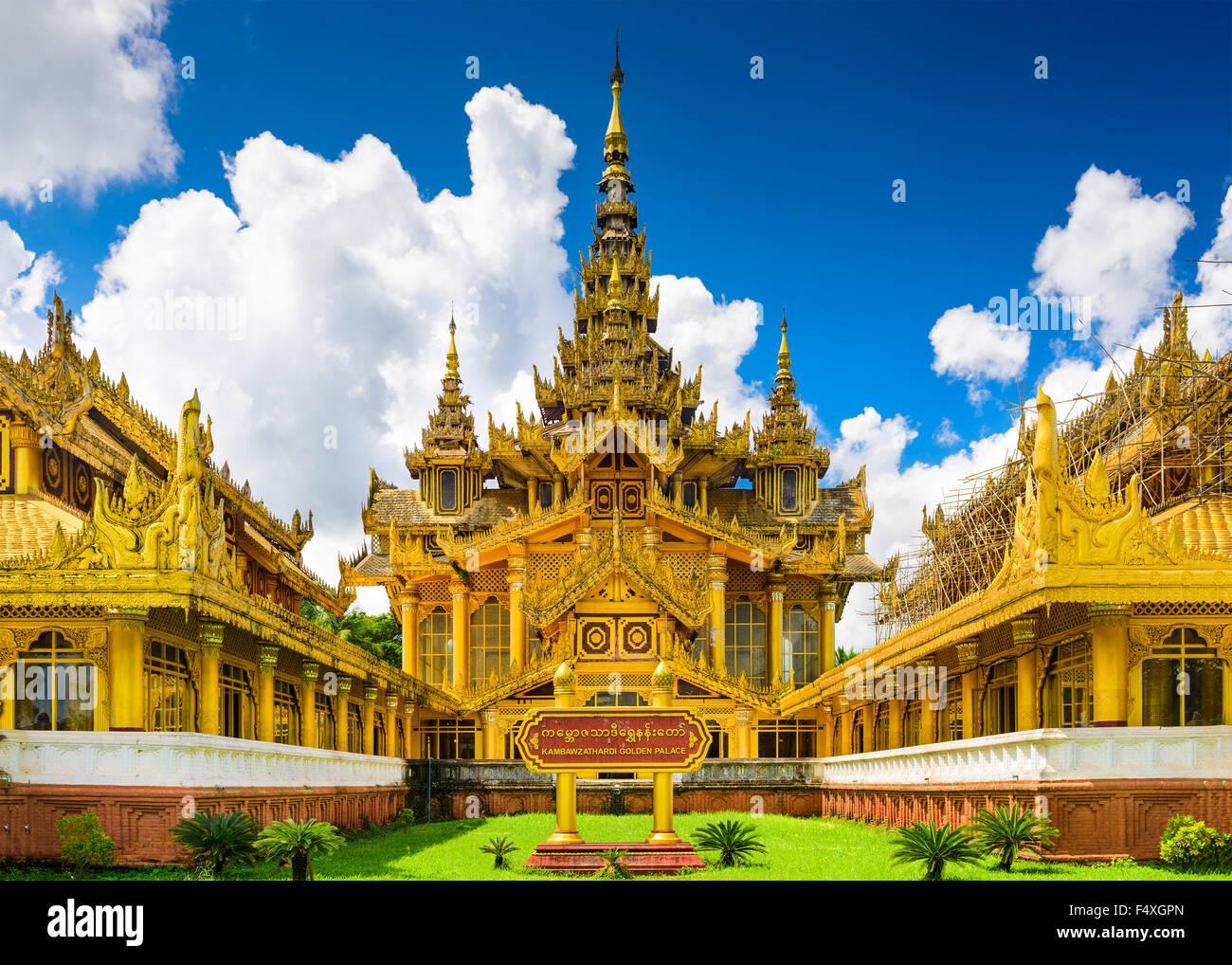 Bago, Myanmar en Kambawzathardi Golden Palace. Foto de stock