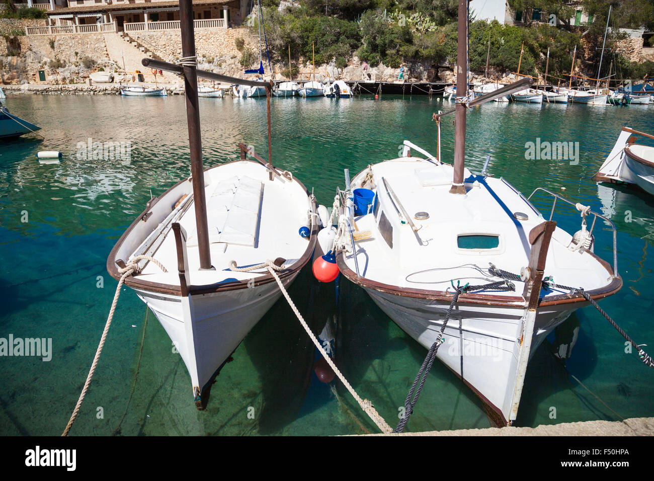 Barcos en el puerto de Cala Figueira, Mallorca Foto de stock