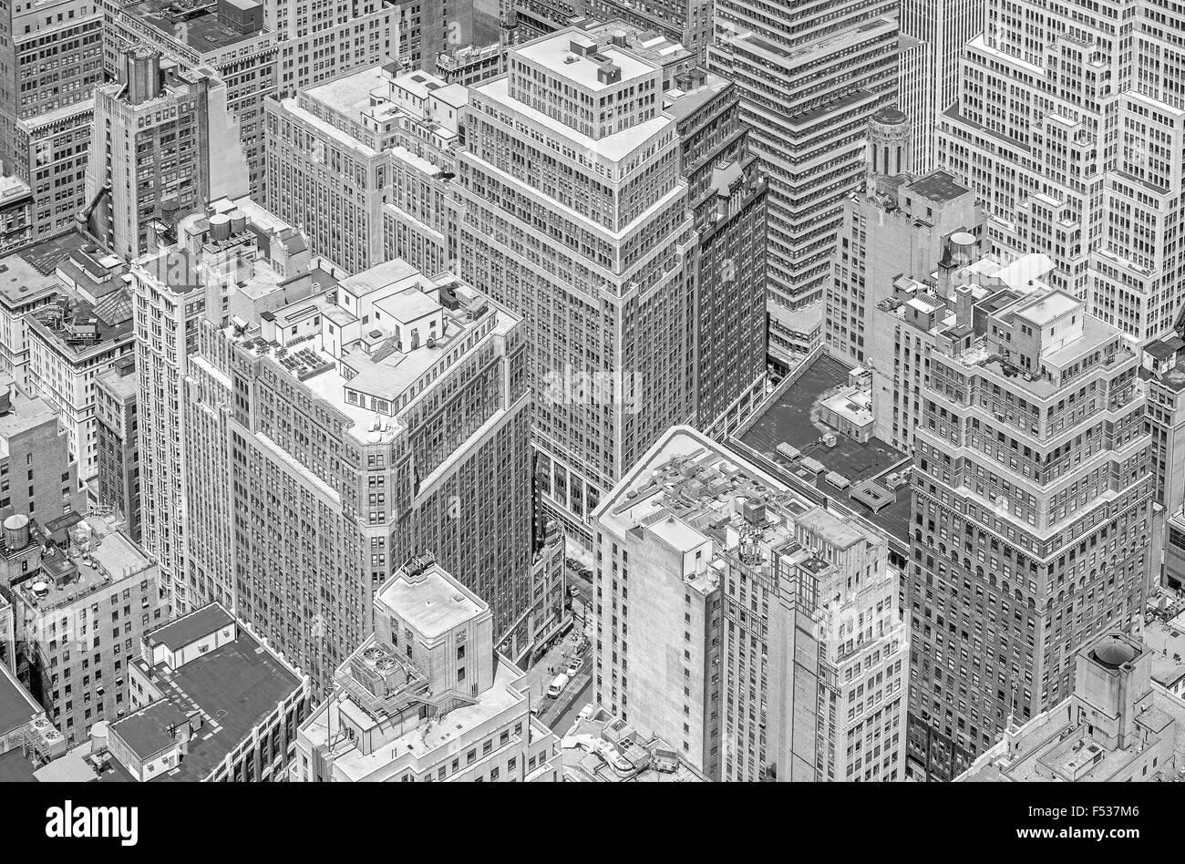 Fotografía en blanco y negro de gigantescos edificios de Manhattan en la Ciudad de Nueva York, EE.UU. Imagen De Stock