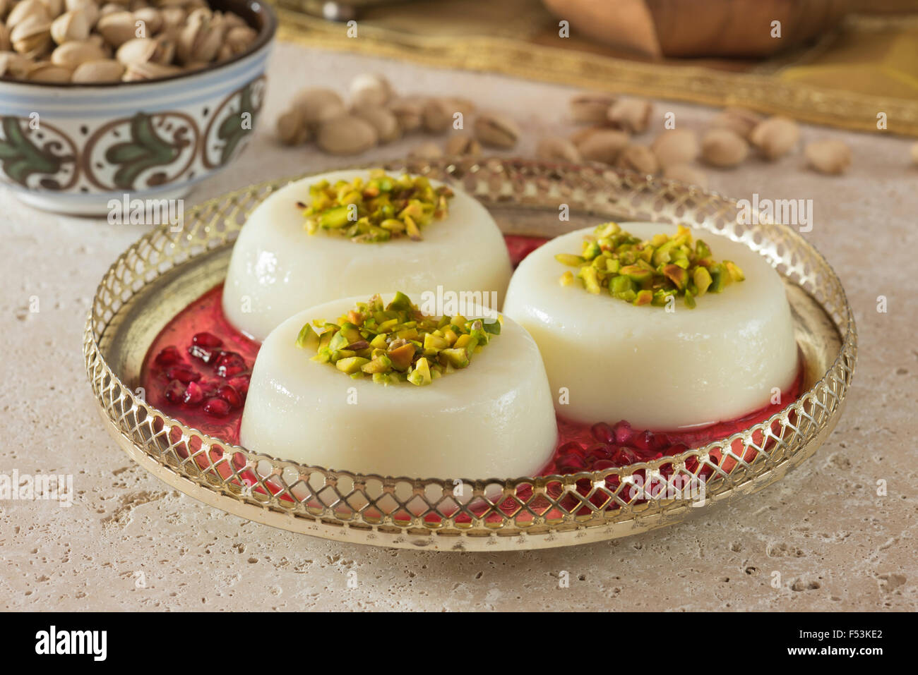 Mouhalabieh. Postre leche libanesa. Alimentos Líbano Imagen De Stock