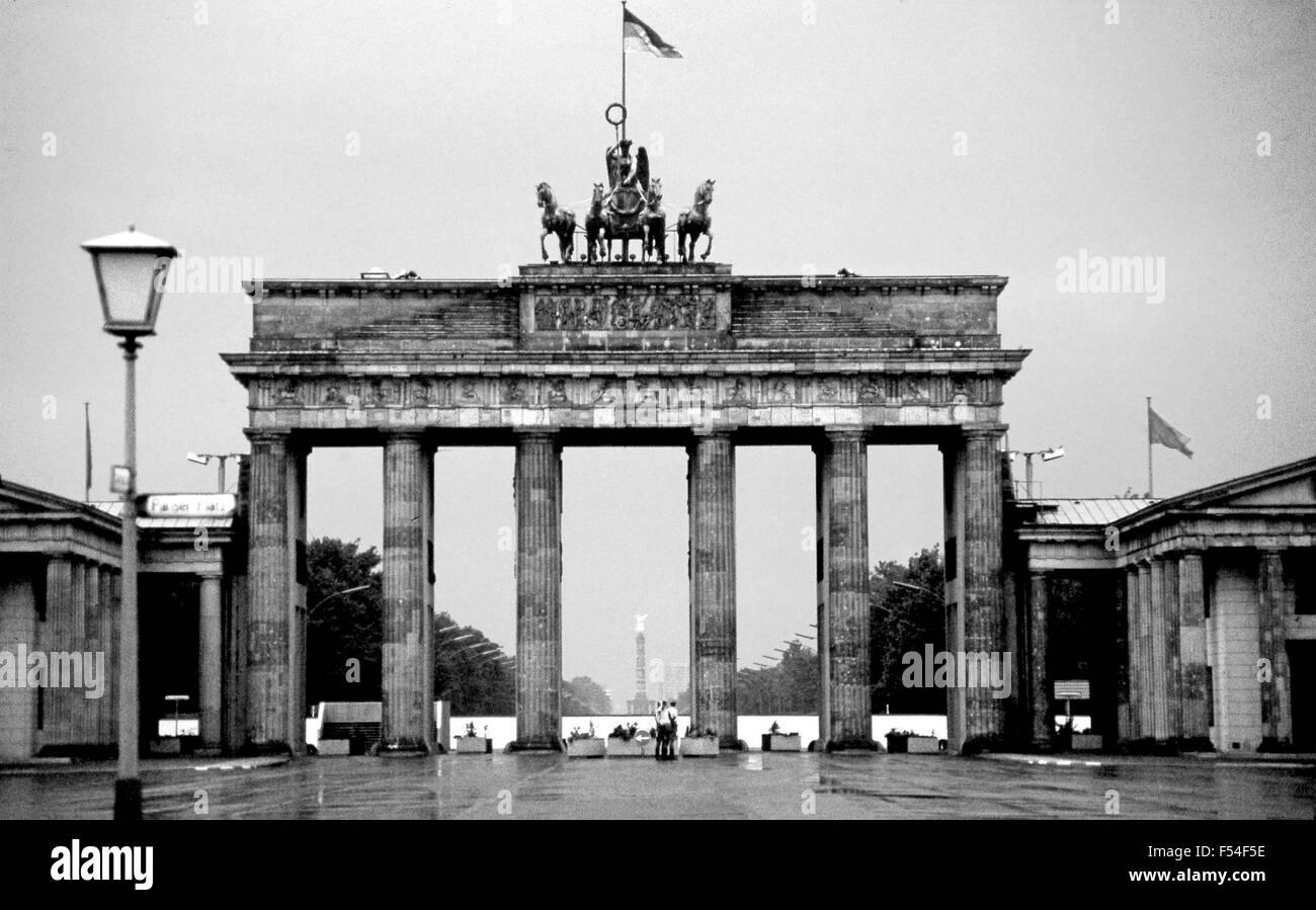 Puerta de Brandeburgo, 1985. A Berlín Oriental en la era de la guerra fría Imagen De Stock