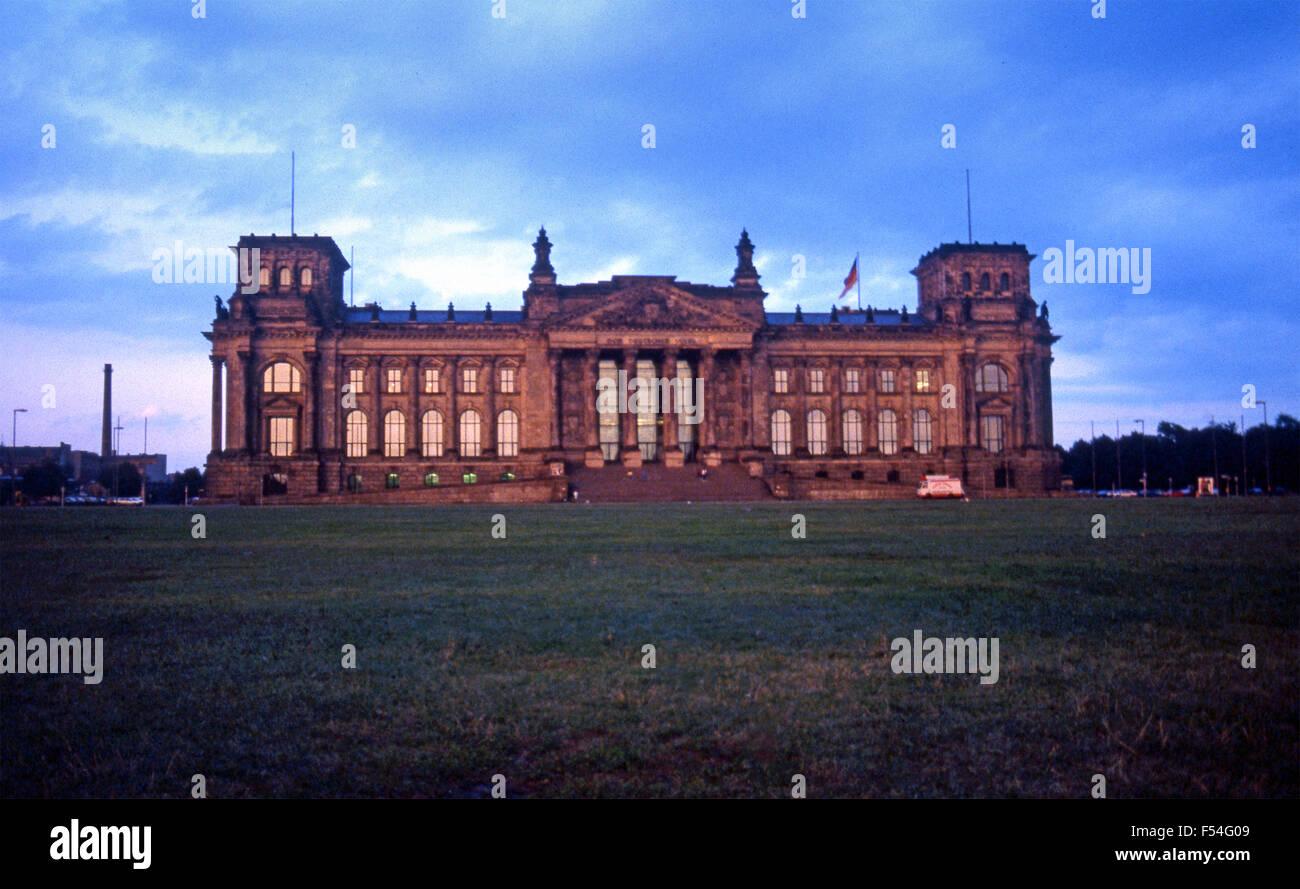 El Reichstag en Berlín Occidental de la época de la Guerra Fría, 1985 Imagen De Stock