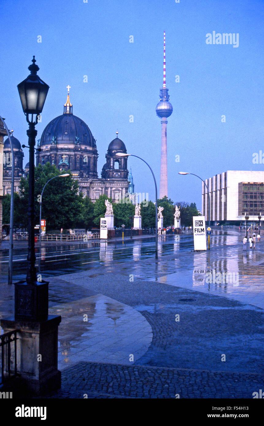 1985. El centro de Berlín Oriental en la era de la guerra fría Imagen De Stock