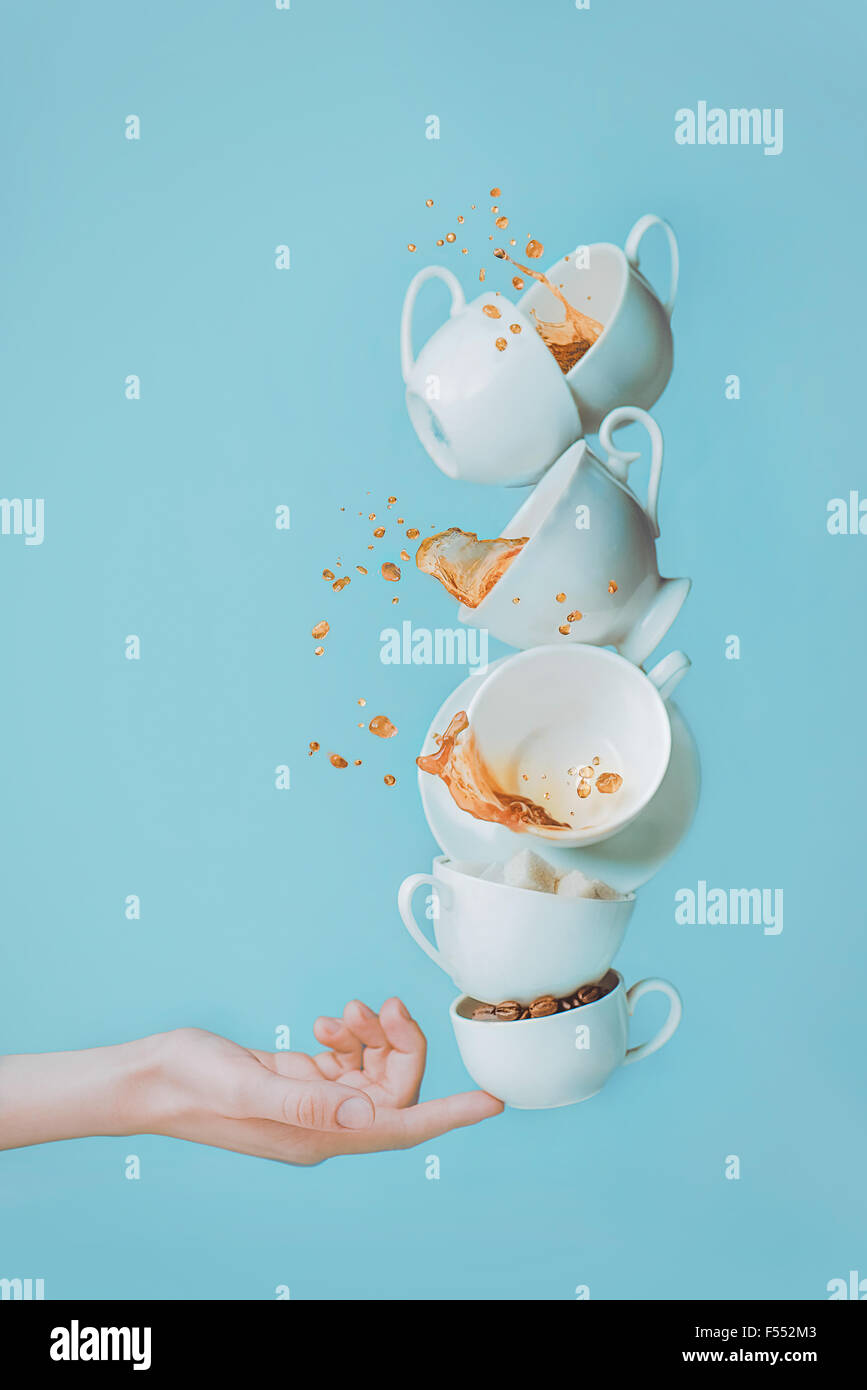 Equilibrar el café. Imagen De Stock