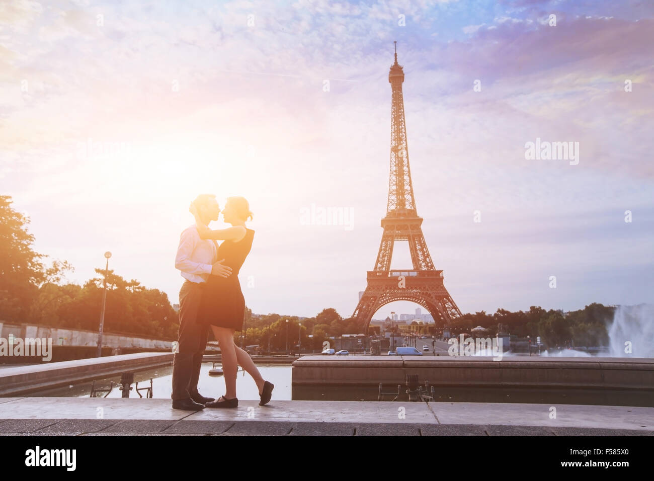 Luna de miel en París, vacaciones románticas en pareja amorosa en Francia Imagen De Stock