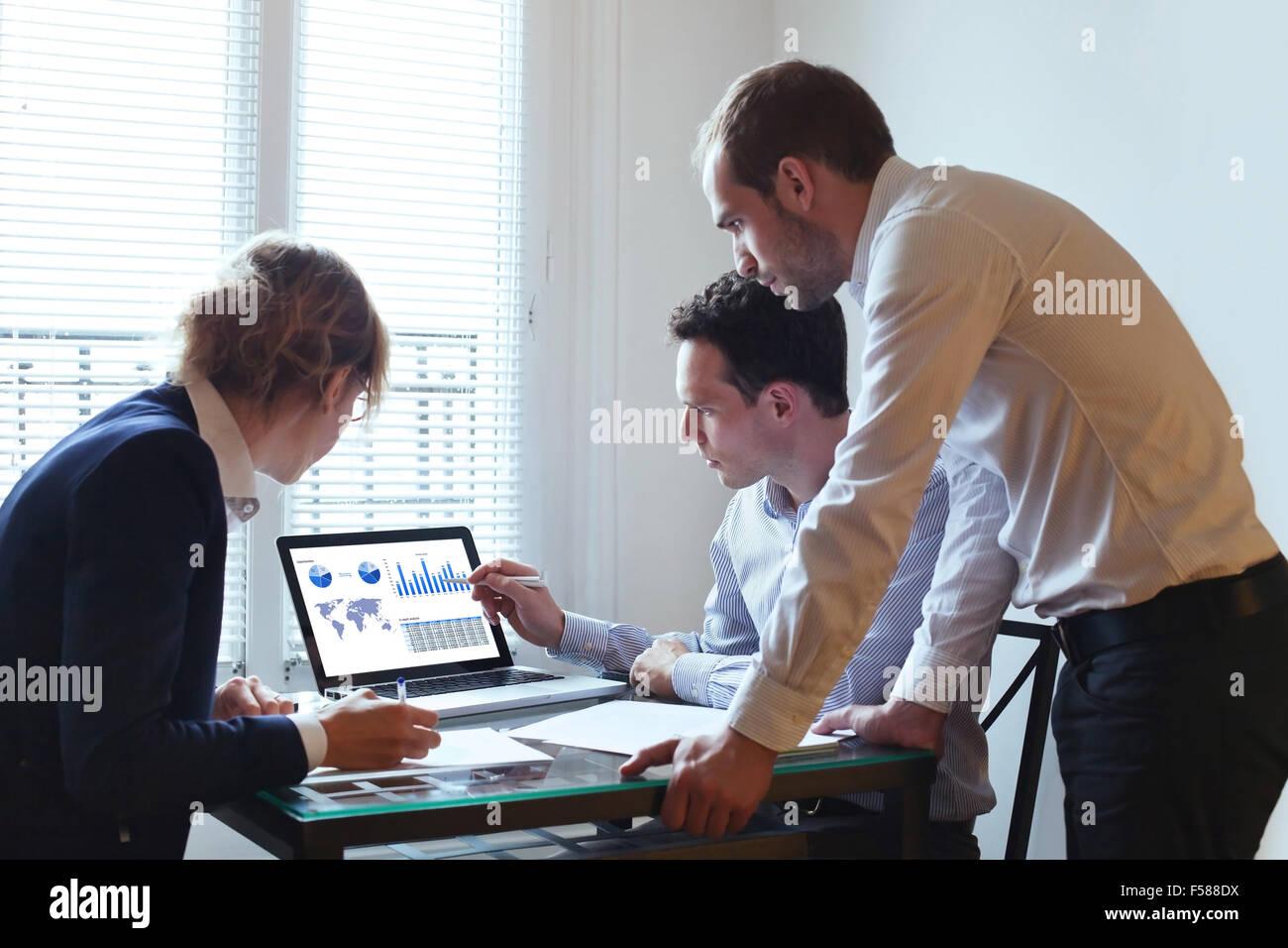 Empresa de trabajo en equipo. Imagen De Stock