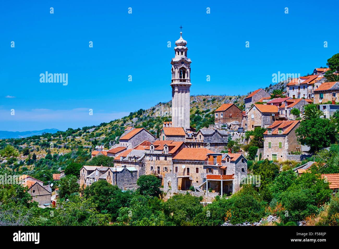 Croacia, Dalmacia Isla Brac, Lozisca village, el más importante de la isla campanile Imagen De Stock