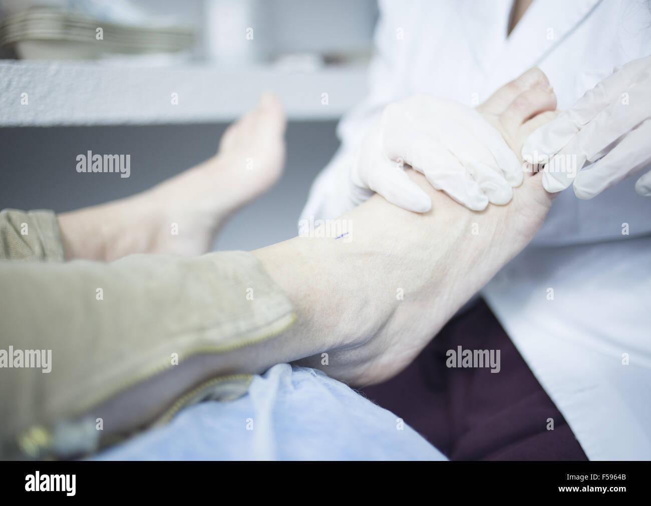 Podología Podología podologist examen de paciente con tratamiento ...