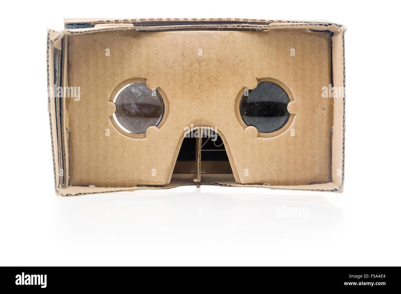 Google cartón, un accesorio de Realidad Virtual 3D para smartphones Foto de stock