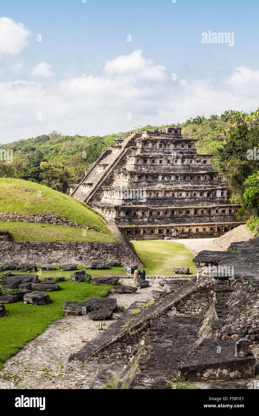 Pirámide de los nichos en el Tajin ruinas en Veracruz, México. Imagen De Stock