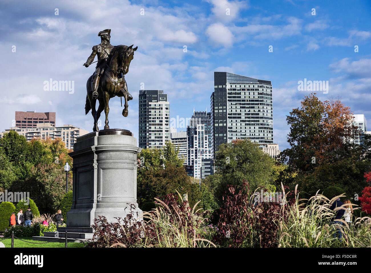 Estatua de bronce ecuestre de George Washington, en el jardín público de Boston, Massachusetts, EE.UU. Imagen De Stock