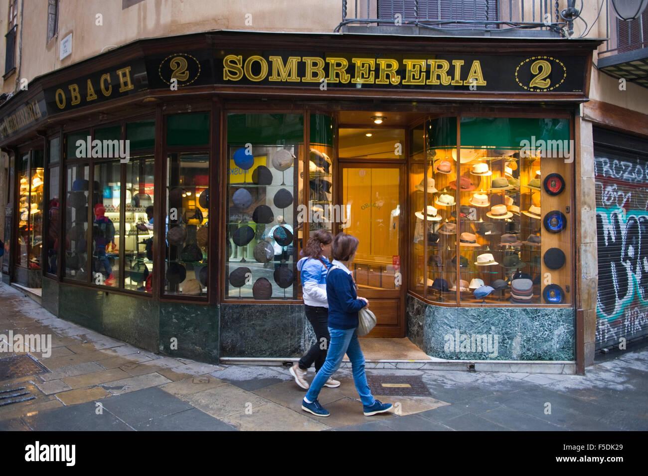 5d77682010f49 Sombrereria sombrero tradicional tienda en Barcelona Cataluña España ES  Imagen De Stock