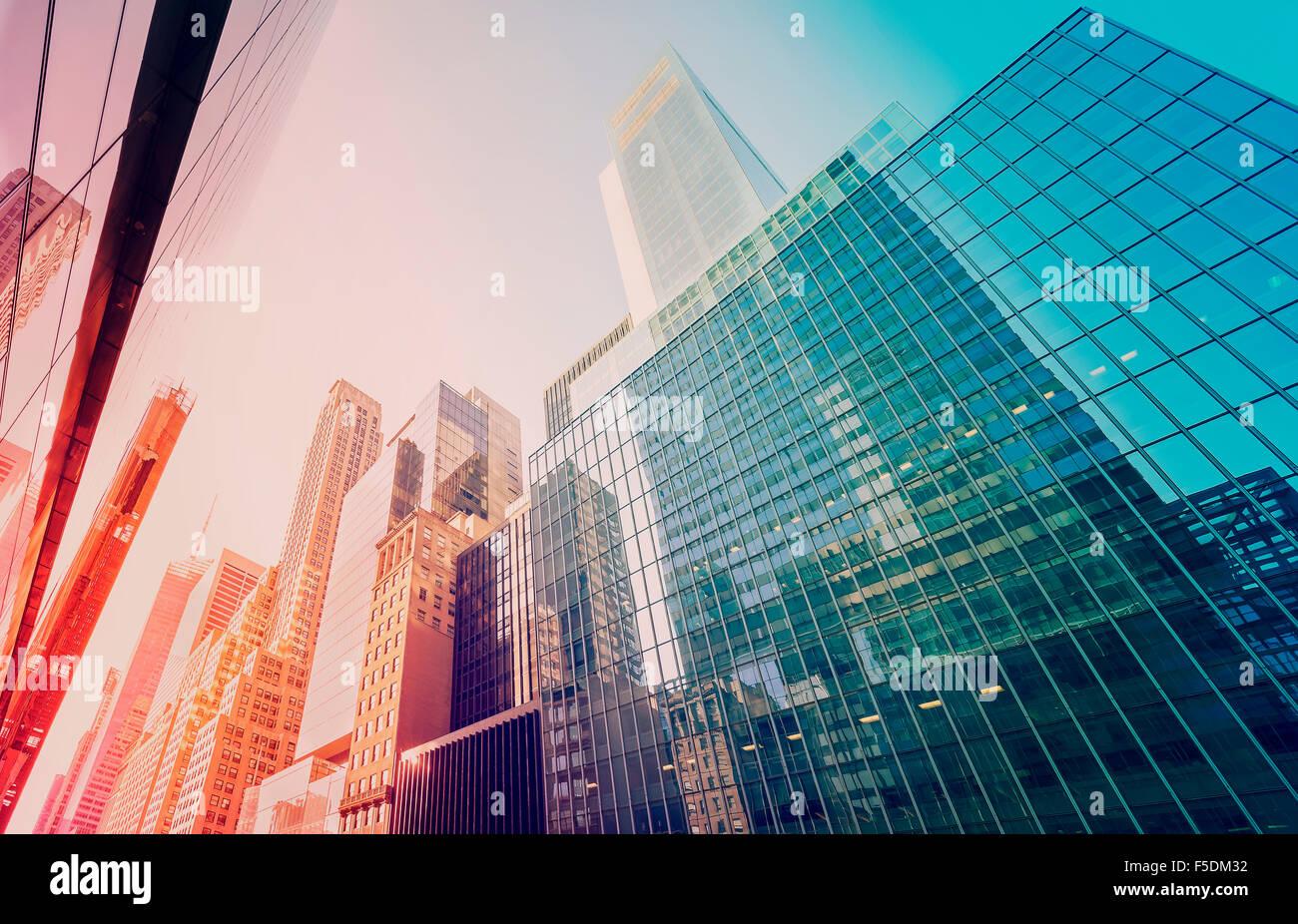 Tonos Vintage rascacielos de Manhattan al atardecer, en la ciudad de Nueva York, EE.UU.. Imagen De Stock