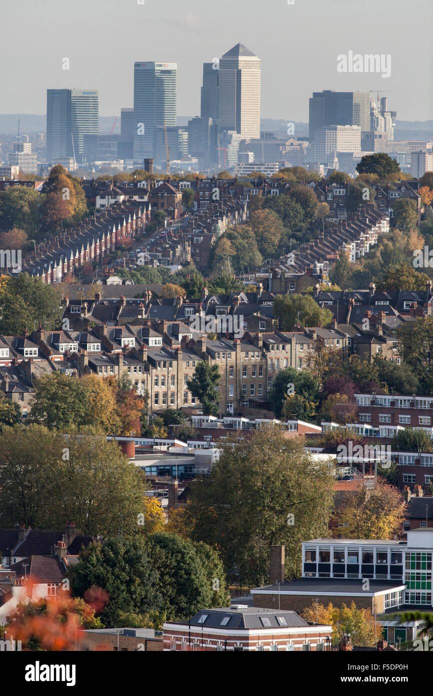 Vista a través de los barrios del norte de Londres de Crouch End y en el barrio de Hornsey Haringey, el horizonte Imagen De Stock