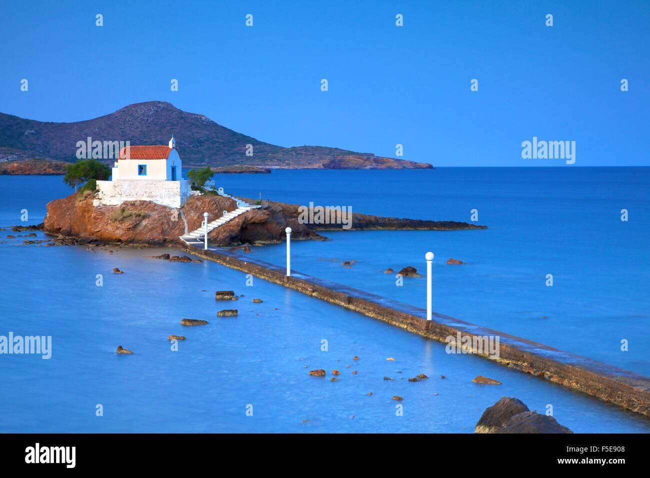 Capilla blanca en Agios Isidoros, Leros, Dodecaneso, las Islas Griegas, Grecia, Europa Foto de stock