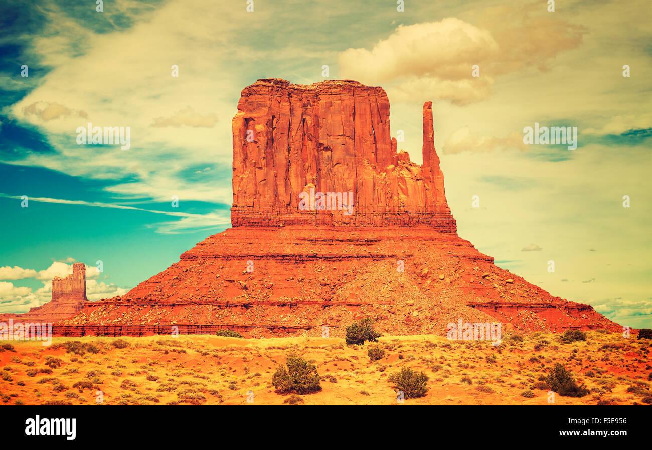 Estilo de película antigua foto de Monument Valley Navajo Tribal Park, Utah, EE.UU.. Imagen De Stock