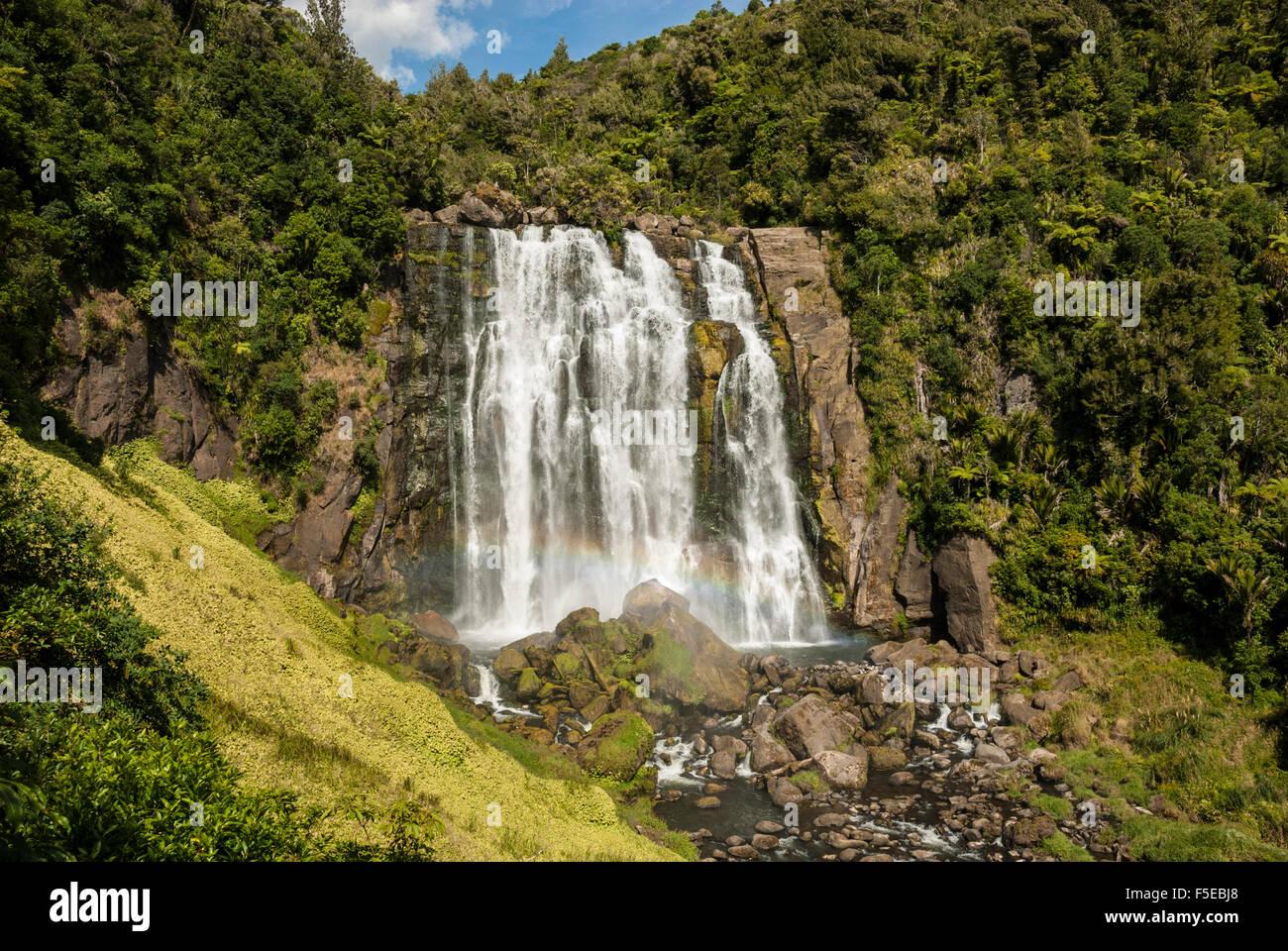 Marokopa Falls, Waitomo karst, Isla del Norte, Nueva Zelanda, el Pacífico Imagen De Stock