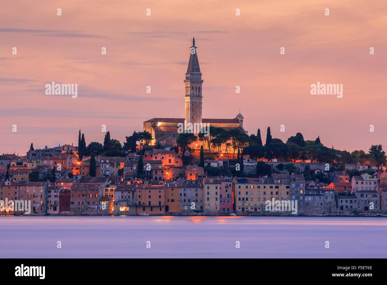 Rovinj es una ciudad de Croacia situado en el norte del Mar Adriático. Situado en la costa occidental de la península Foto de stock