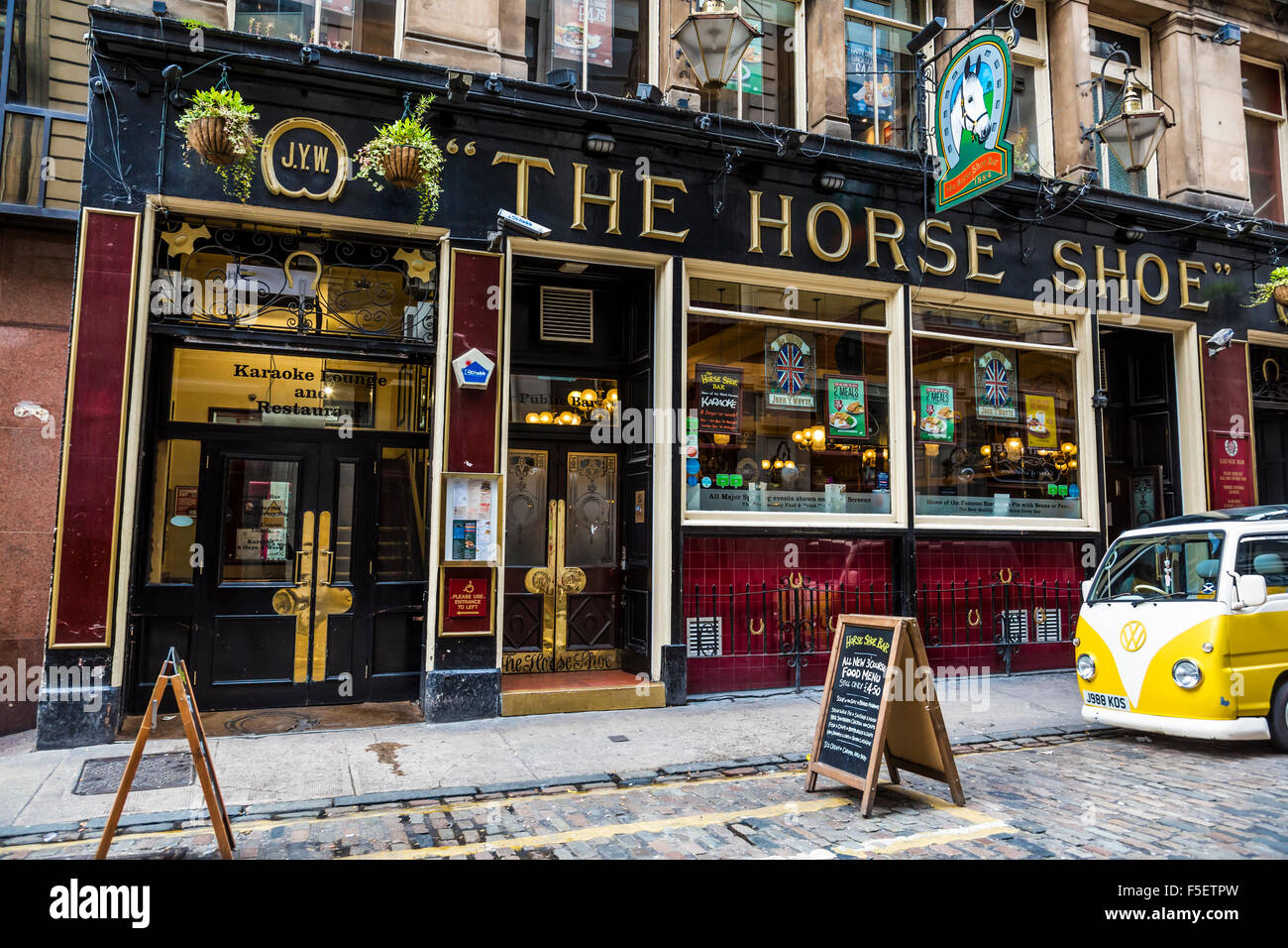 The Horse Shoe Bar en el centro de la ciudad de Glasgow, Drury Street, Escocia, Reino Unido Foto de stock