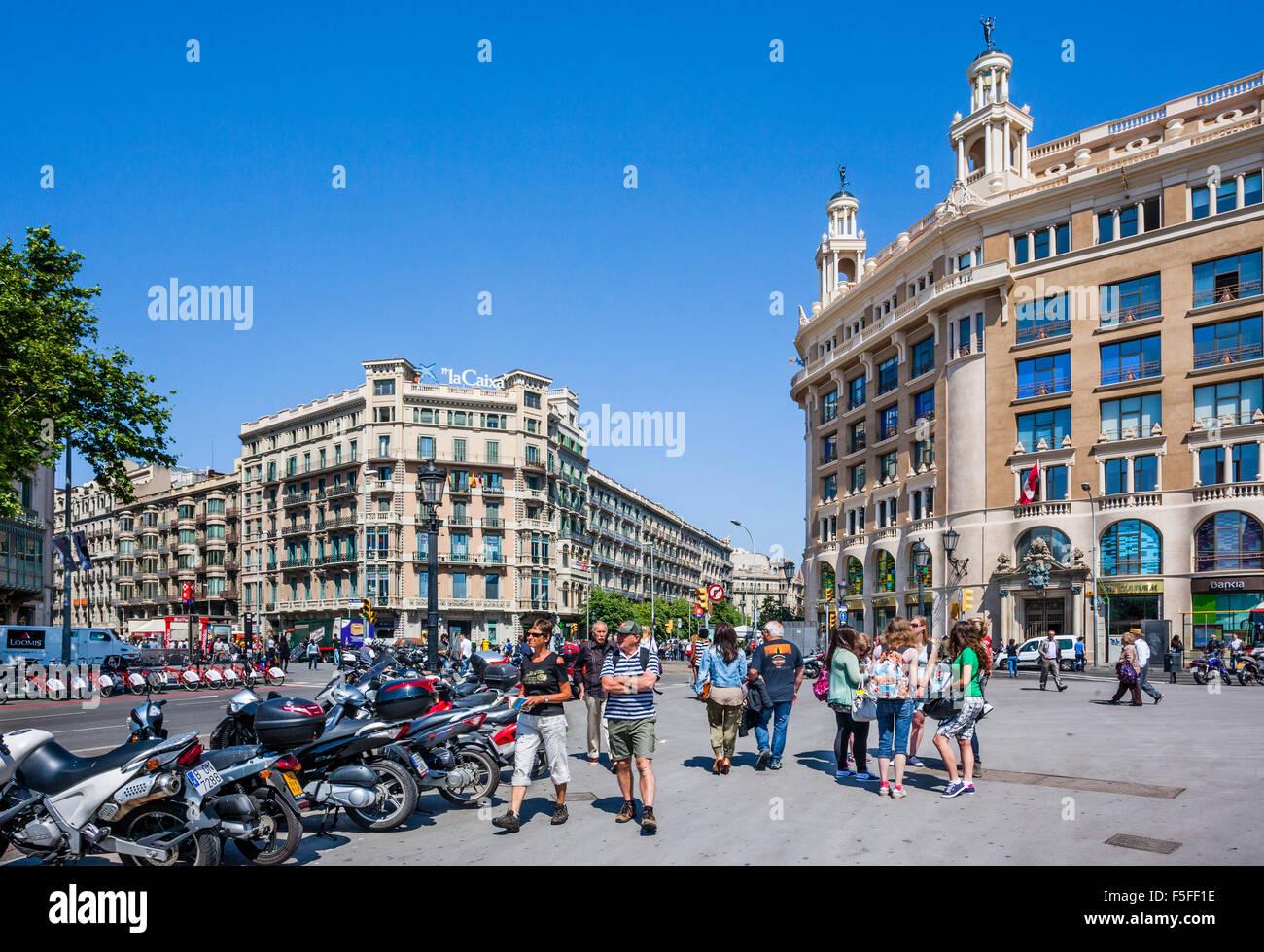 España, Catatonia, Barcelona, Plaça de Catalunya, gran plaza en el centro de la ciudad Imagen De Stock