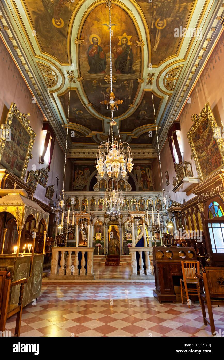 Interior de la iglesia de monasterio ortodoxo griego, el monasterio de Panagia Theotokos tis Paleokastritsas o Panagia Imagen De Stock